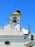 Cigüeñas en torre Imagen de archivo