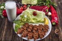 Cig kofte, ein Teller des rohen Fleisches in den türkischen und armenischen Küchen E lizenzfreie stockfotos