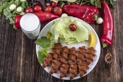 Cig kofte, ein Teller des rohen Fleisches in den türkischen und armenischen Küchen E lizenzfreies stockbild
