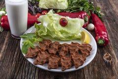 Cig kofte, ein Teller des rohen Fleisches in den türkischen und armenischen Küchen E lizenzfreies stockfoto