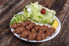 Cig kofte, ein Teller des rohen Fleisches in den türkischen und armenischen Küchen E lizenzfreie stockfotografie