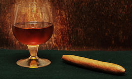 Cigar and a glass of alcohol Royalty Free Stock Image