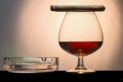Cigare et cognac photo stock