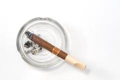 Cigare sur le cendrier Image libre de droits