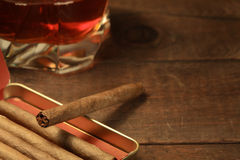 Cigares et whiskey images libres de droits
