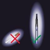 Cigarett & e-cig en svart bakgrund Arkivfoton