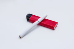 Cigarett med den röda cigarettändaren Fotografering för Bildbyråer