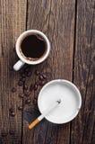 Cigarett och kaffe arkivfoton