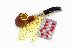 Cigarett och preventivpillerar Royaltyfri Foto