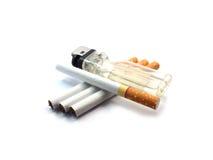 Cigarett på isolerat Arkivbild