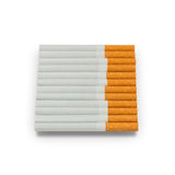 Cigarett som isoleras på en vit bakgrund Fotografering för Bildbyråer