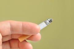 Cigarette à disposition Photos libres de droits