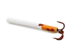 Cigarette avec un hameçon Photographie stock