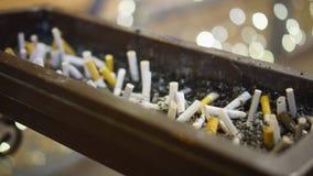 Cigarette brûlant dedans dehors banque de vidéos