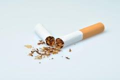 Cigarette cassée Photographie stock libre de droits