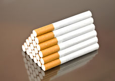 Pyramid från cigaretter Fotografering för Bildbyråer