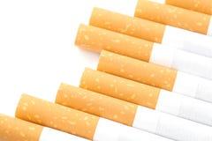 Cigarettes avec un filtre brun d'isolement image libre de droits