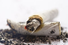 Cigarettes brûlantes. Image stock