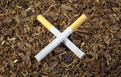 Cigarettes en travers Image libre de droits