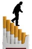 Cigarettes et fumeur image stock