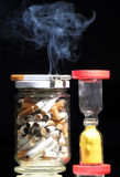 Cigarettes et glace d'heure Images libres de droits