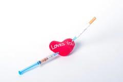 Cigarettes, injections et votre coeur Photo stock