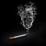 cigarettrökning arkivfoto
