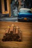 Cigarrer på den lantliga tabellen Royaltyfri Fotografi