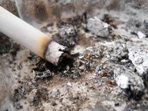 Cigarrillo ardiente Imágenes de archivo libres de regalías