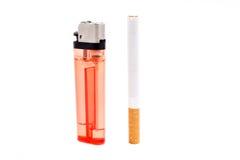 Cigarrillo con un encendedor Fotografía de archivo libre de regalías