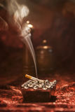 Cigarrillo del sistema que fuma Foto de archivo libre de regalías