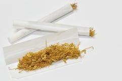 Cigarrillo rodado mano Fotografía de archivo libre de regalías