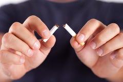 Cigarrillo roto Fotografía de archivo libre de regalías