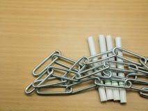 Cigarrillos con el humo de cadena de la parada del concepto Imágenes de archivo libres de regalías