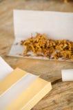 Cigarrillos del balanceo Imágenes de archivo libres de regalías
