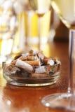 Cigarrillos en cenicero Imagenes de archivo