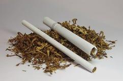 Cigarrillos y tabaco Imágenes de archivo libres de regalías