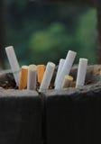 Cigarro & cinzeiro fotografia de stock