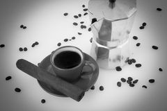 Cigarro cubano del fabricante de café del café cubano Foto de archivo