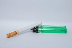 Cigarro e isqueiro imagens de stock