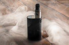Cigarro eletrônico ajustável, alternativa não carcinogênica para fumar Imagens de Stock Royalty Free