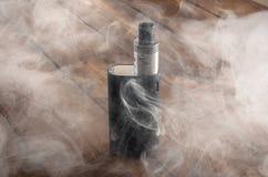 Cigarro eletrônico ajustável, alternativa não carcinogênica para fumar Foto de Stock