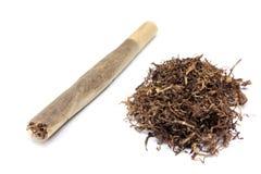 Cigarro feito a mão e cigarro Imagens de Stock