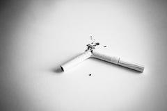 Cigarro quebrado Imagens de Stock Royalty Free