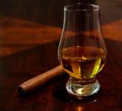 Cigarro y bebida Fotografía de archivo