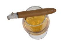 Cigarro y brandy Imágenes de archivo libres de regalías