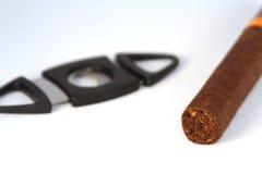 Cigarro y podadoras Foto de archivo