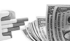 Cigarros e dinheiro Fotos de Stock
