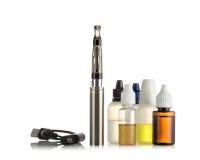 Cigarros eletrônicos isolados no branco Fotografia de Stock