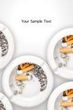 Cigarros fumados no cinzeiro branco Imagens de Stock Royalty Free
